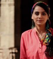 Sara Khan_Kahi_Suni
